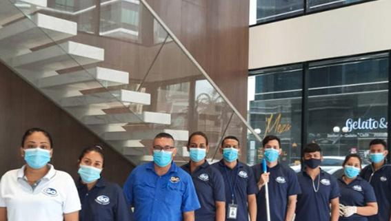 Personal de limpieza profunda en ciudad de Panamá, Panamá